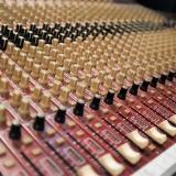 jingle comercial em estudio de gravação